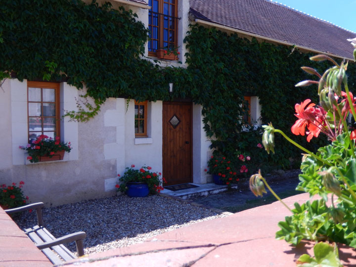 La Latierie Loire Valley gite with heated pool and spacious gardens
